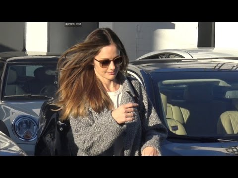 Minka Kelly Asked About Her Love Life While Leaving The Salon