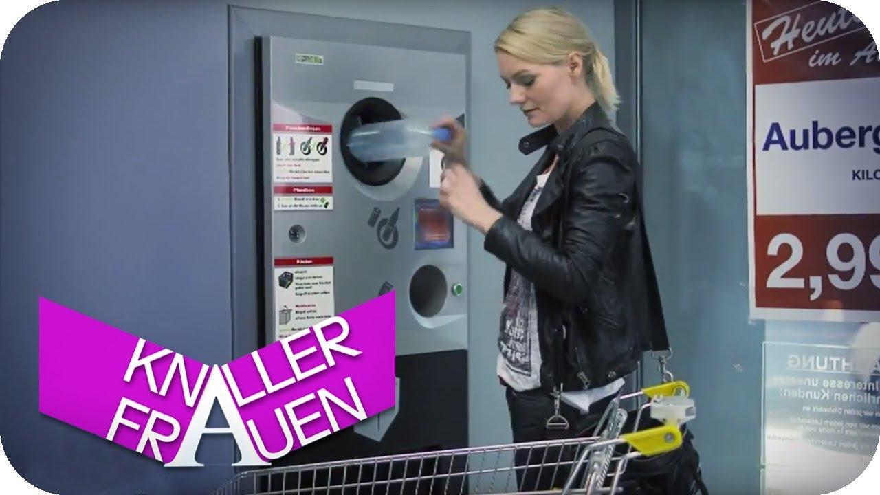 Lifehack: Wie man einen Pfandautomat richtig benutzt [subtitled] | Knallerfrauen mit Martina Hill