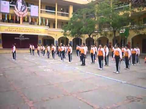 Tiết dạy thể dục cấp Tiểu học2 - YouTube.FLV