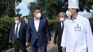 Жээнбеков проинспектировал больницу в Караколе Иссык-Кульской области.