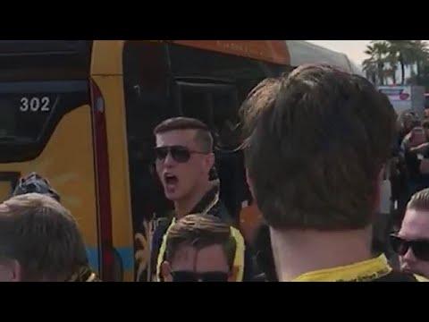 Vitesse-supporters onderweg naar het stadion van N - VOETBAL INSIDE