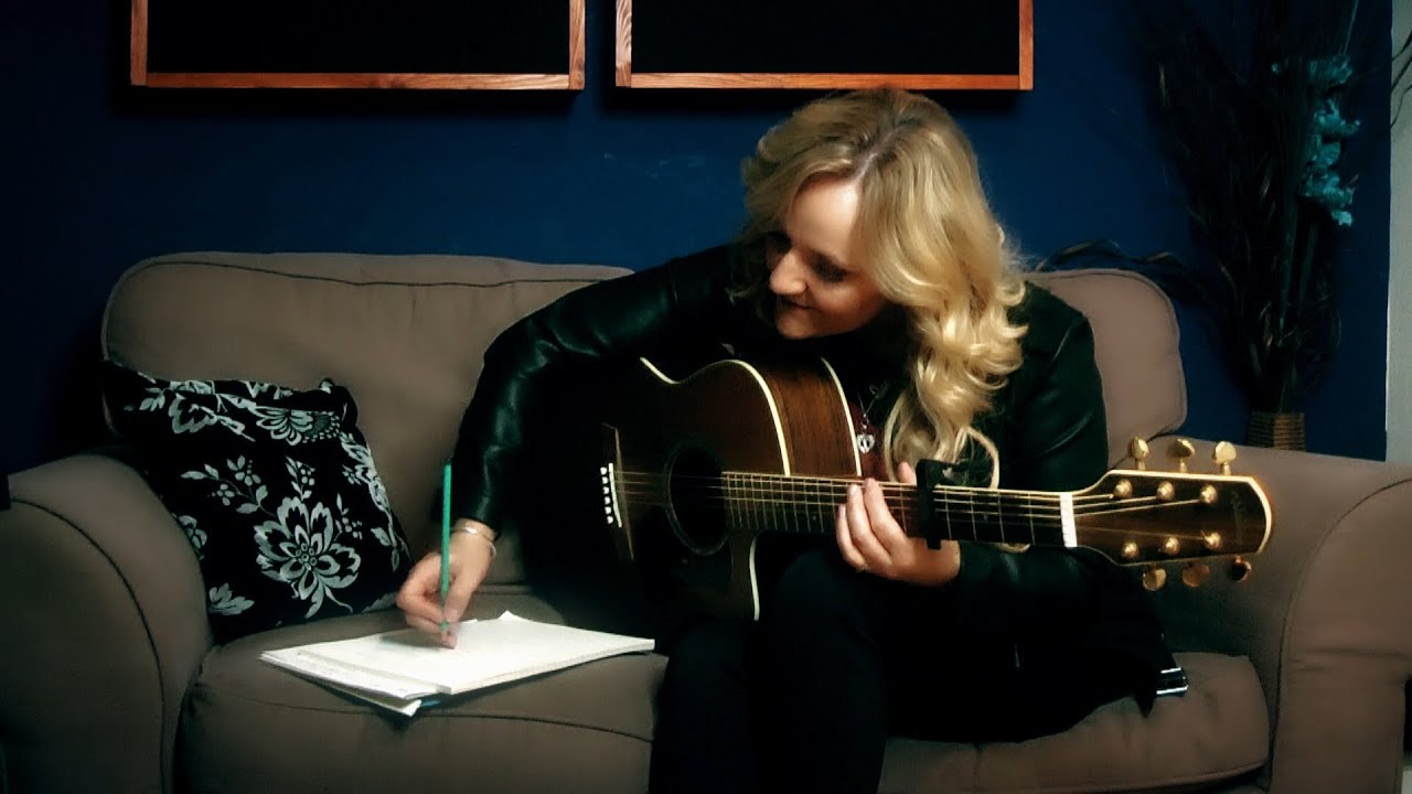 Debbie Nunn - Live The Dream - Studio Video