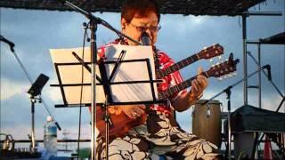 日本ではハワイアンの名曲で知られる「小さな竹の橋で」をザ・ドリフタ...