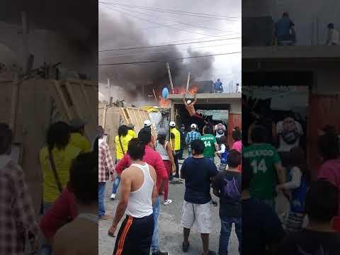 Incendio Que Supero Al Poco Equipo De Bomberos En La Dario Martinez Sofocado Por Vecinos(1)