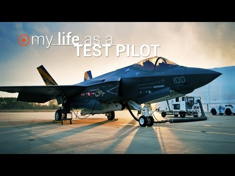 Ever Want To Be A Top Gun Pilot? This Guy Is Living Your Dream.