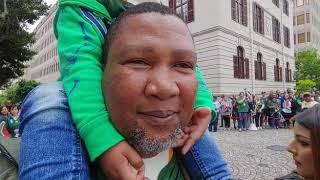 Mandla Mandela en gesin groet die Bokke