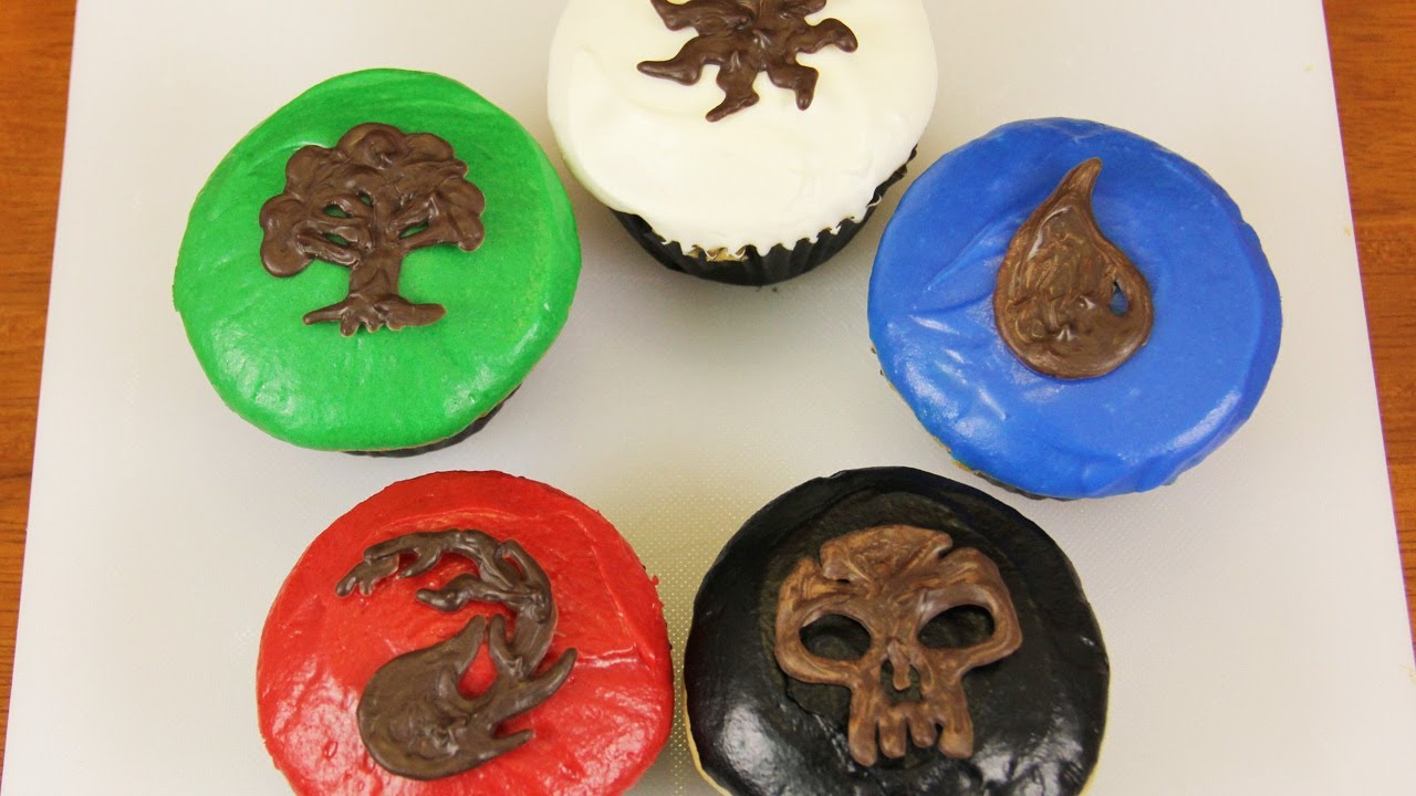 MAGIC THE GATHERING CUPCAKES