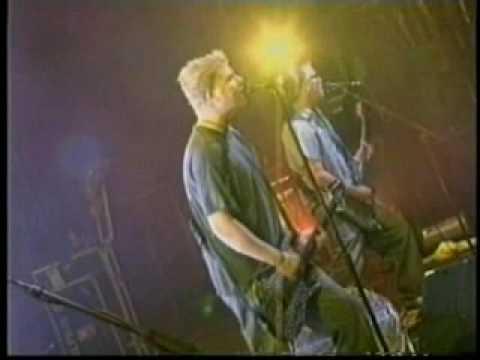 The Offspring - 17 - Staring At The Sun (Bogota 2004)