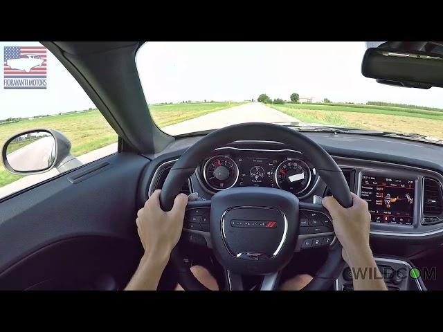Dodge Challenger R/T Scatpack Widebody: il sound dei 485 cv e un giro on board