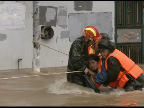 Downpour Forms Torrential River, Rescuers Nearly Washed Away in China's Hubei