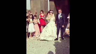 Жених и невеста выходят из церкви после венчания / Шикарная армянская свадьба в Ереване 2018