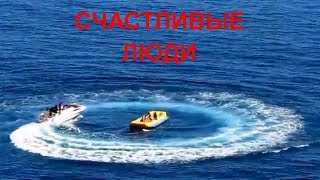 Отдых в Крыму, жара. Аю-Даг дикие пляжи. Счастливые люди. Кто разрисовал скалы? Отшельник на горе.