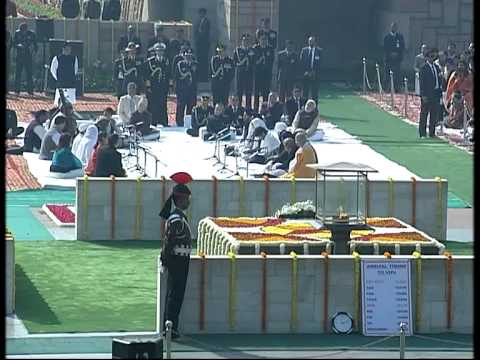 Union Minister of State Shri Babul Supriyo sings at Rajghat