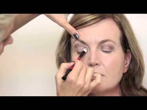 Fabulous How to video: Simpele make up voor overhangende oogleden - YouTube @FD54