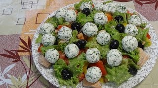 """Салат """"Средиземноморский"""" с консервированным лососем без майонеза."""