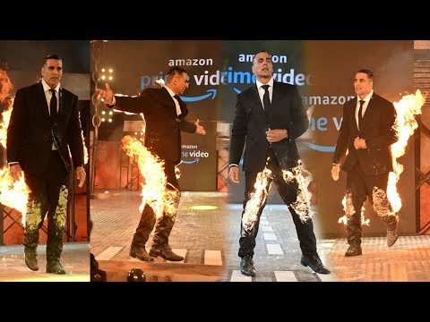 Akshay Kumar's Amazing FIR€ STUNT'S In Public At Amazon Prime Launch Mp3