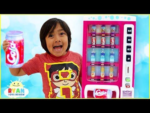Смотреть Ryan Pretend Play with Vending Machine Soda Kids Toys!!! онлайн