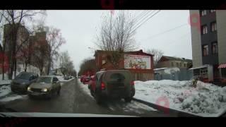 В Кирове на ул. Свободы перевернулся