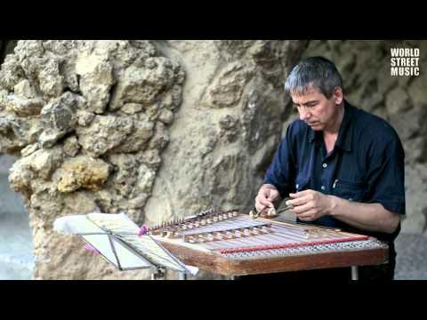 Barcelona Street Music : Paul de Senneville - Mariage D'amour  (HD)