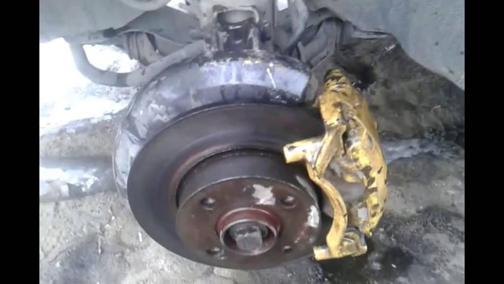 Ауди 80 ремонт заклинившие суппорт - YouTube
