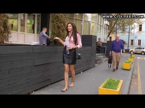 Barefoot office girl \ Босиком после работы #1