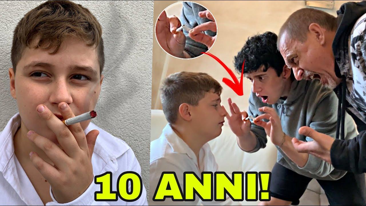 Download HA BECCATO IL SUO FRATELLINO A FUMARE!! *finito male