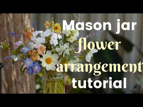 DIY Mason jar DIY Mason Jar Flower Arrangement