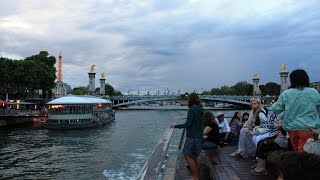 Promenade sur la Seine en bateau-mouche