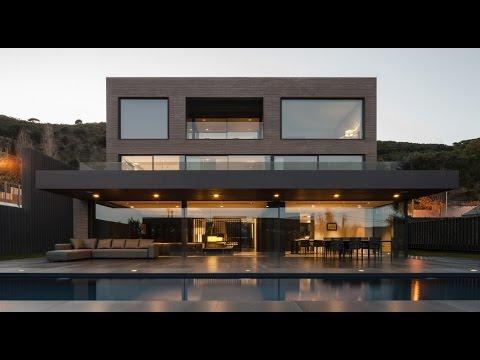 Contemporary Three Storey House Design with Brick Sharp Ceramic as