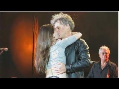 São Paulo Trip - 23/09/17 - A fã que beijou Bon Jovi - Bed Of Roses