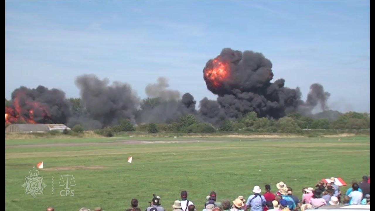 บินโชว์  แต่เครื่องตก สยอง Shoreham air show crash - 1 of 5
