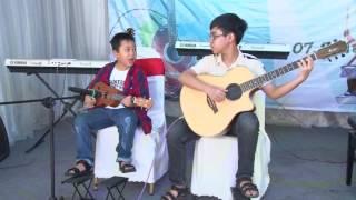 Đội kèn tí hon & Đếm sao (Ekulele: Nhật Nam - Guitar: Hoàng Thắng)
