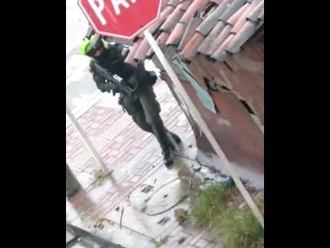Policía Disparando a las Manifestaciones
