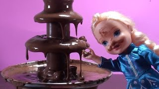 Elsa and Anna toddlers CHOCOLATE FOUNTAIN and cupcakes Elsa gets dirty & go to the swimming pool