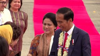 Indonesia's Widodo arrives in PH for 31st Asean Summit thumbnail