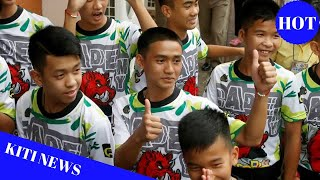 Thai soccer team visit Buddhist temple to pray for protection