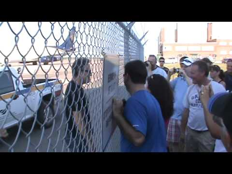 "Bruce Springsteen ""THE BOSS"" arriving Moncton International Airport signs Autographs"