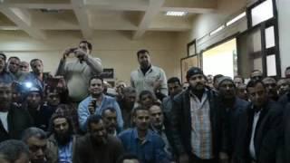 بالفيديو والصور- بعد 22 يوم محافظ كفر الشيخ يبحث أزمة عمال السكر