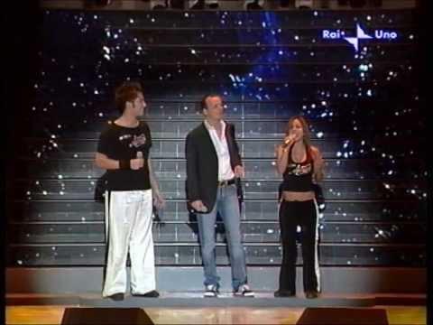 Gigi D'Alessio in L'amore che non c'è con Antonino Spadaccino e Maddalena Sorrentino. Live 2005