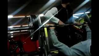 Flat bench press 100kg set.....to failiure!