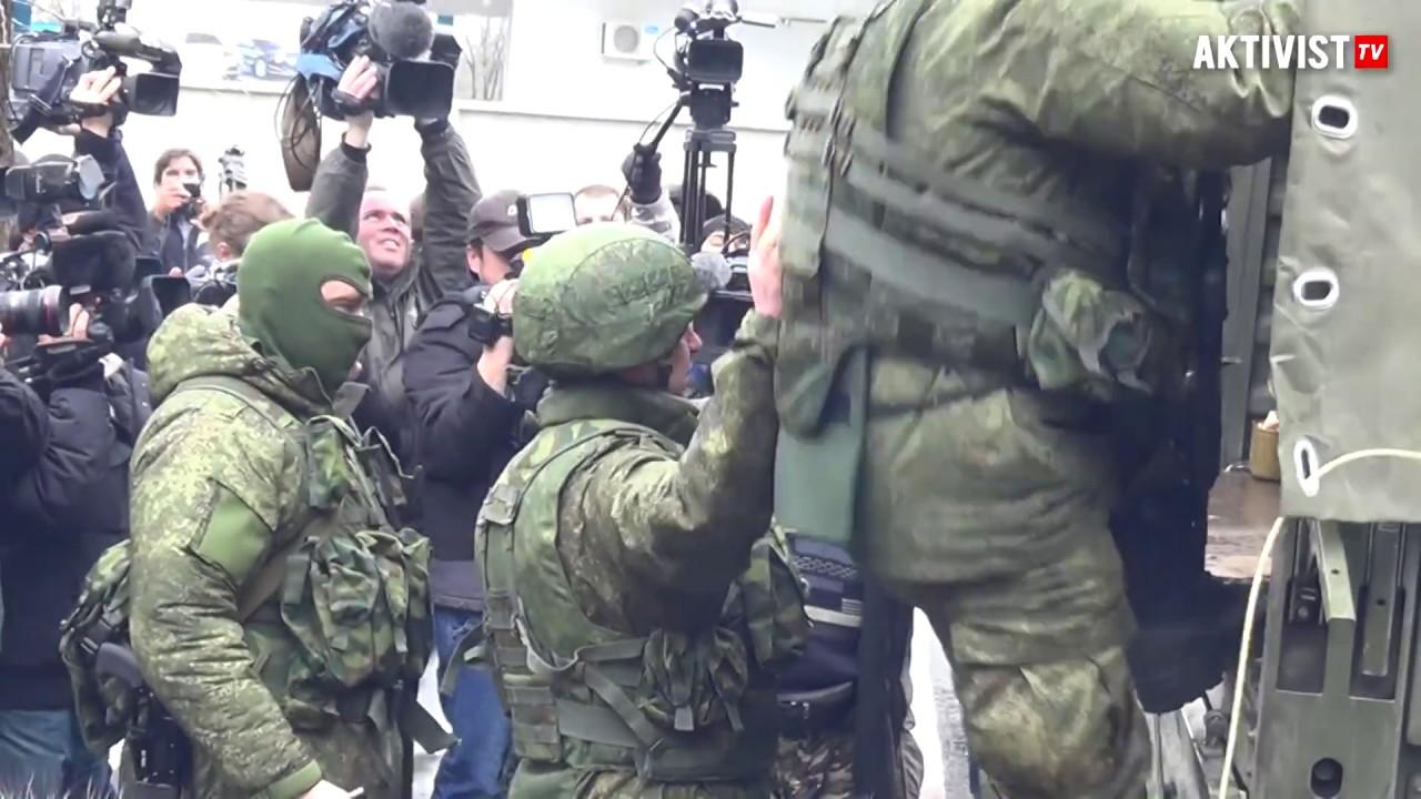 Симферополь, Аэропорт. Вежливые, 28.02.2014