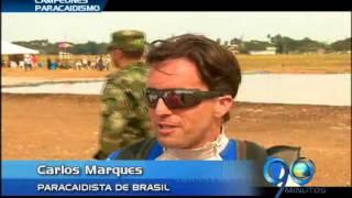 Agosto 14 de 2012. Exihibición de paracaidismo en la Base Aérea de Cali
