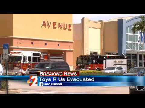 """Page Field Plaza Toys""""R"""" Us store closed temporarily"""
