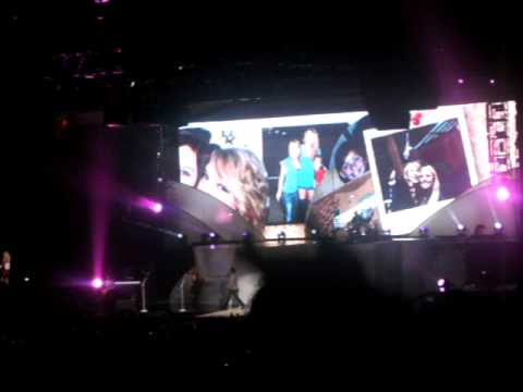Taylor Swift featuring Kellie Pickler -Im Only Me When Im With You LIVE!
