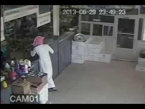 Saudi Stealing Live On Camera