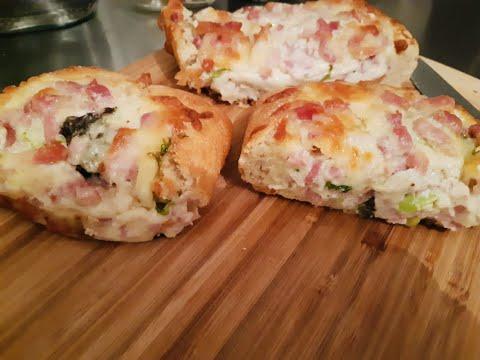 recette-pain-garni-comme-une-pizza,-dans-cette-recette,-les-lardons-sont-dessalés.