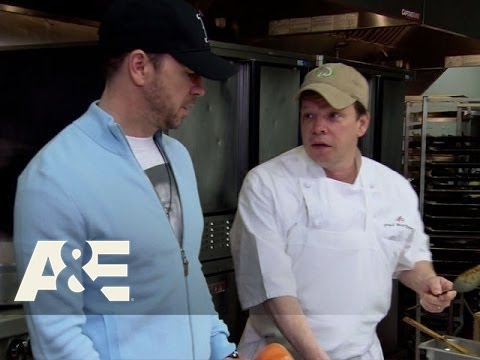 Wahlburgers: Donnie and Paul - Trouble in the Kitchen (Season 1, Episode 10) | A&E
