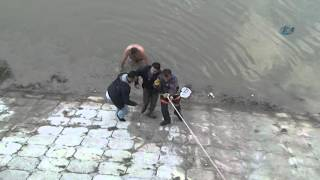 Nehre Atlayan Suriyeliyi Tokatlayarak Kurtaran Vatandaş