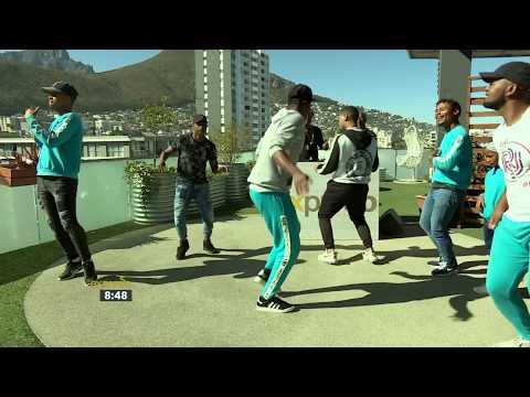 "Vetkuk Vs Mahoota Performs ""ziwa Murtu It's A Party"""
