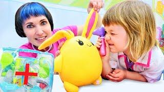 Доктор Бьянка и Маша Капуки лечат Лаки Весёлые игры доктор в видео шоу Привет Бьянка